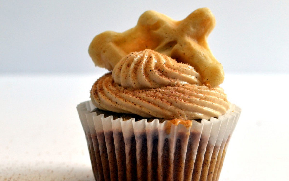 Cinnamon Waffle Cupcakes 1