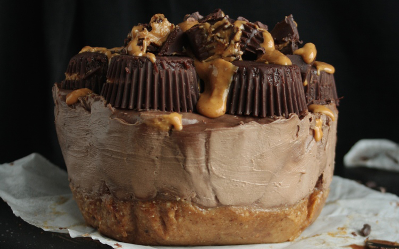 raw chocolate peanut butter cheesecake