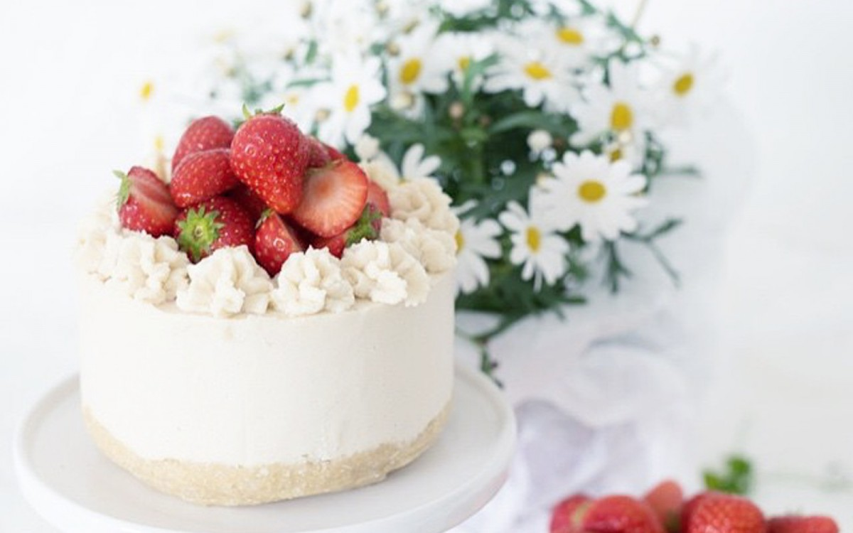 Raw Strawberry Lemon Summer Cake 1