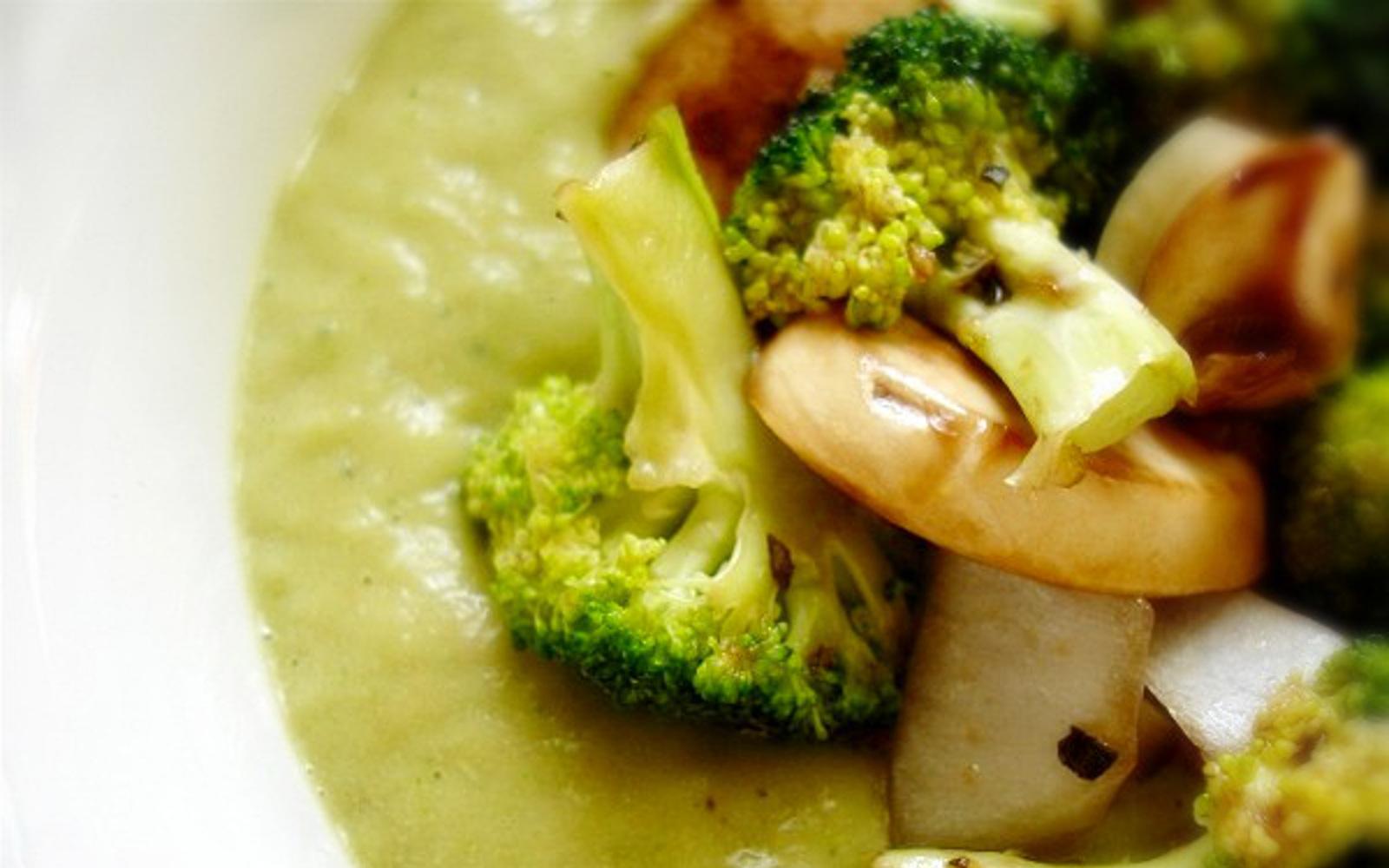 Raw Cream of Broccoli Mushroom Soup