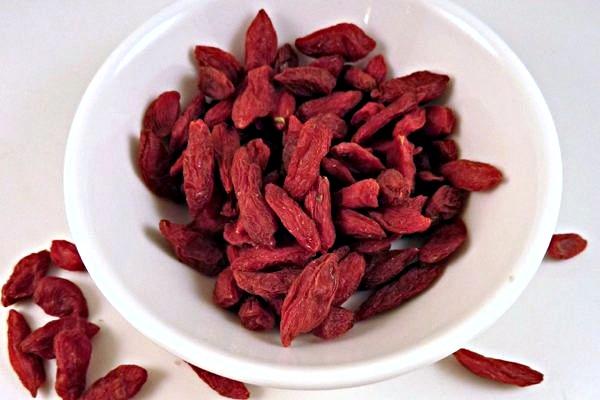 Spotlight on Goji Berries: Health Benefits, Tips and Recipes