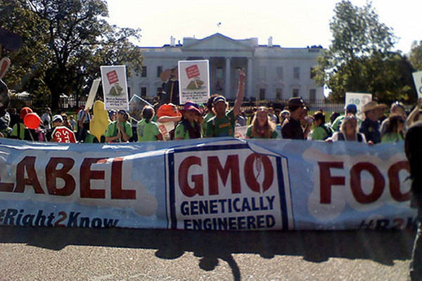Parents Demand Labeling of Genetically Modified Foods