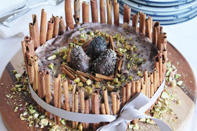 Recipe: Raw Berry Ice Cream Cake with Chocolate Eggs, Pistachios and Cinnamon