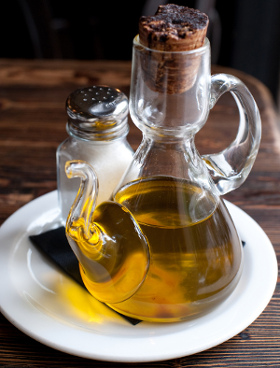 Oil in a Healthy Diet: Tips on Striking a Balance