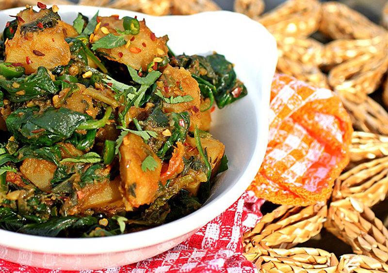 Flashworthy Alu Palak – Curried Comforting Potatoes with Spinach