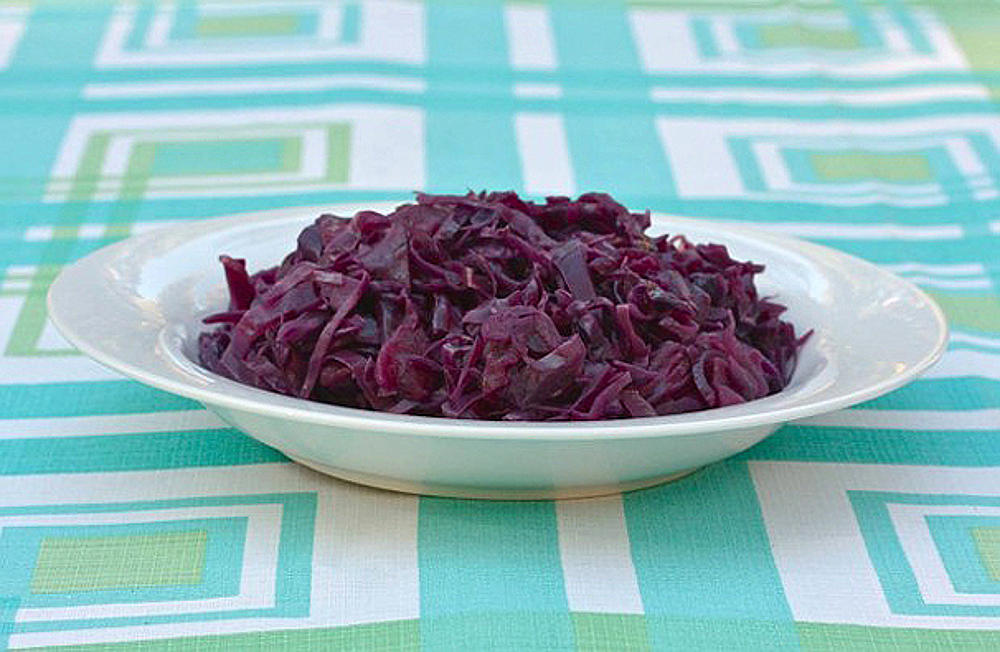 Braised red cabbage with apples and beer