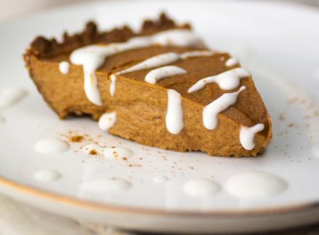 Simple and healthy vegan pumpkin pie