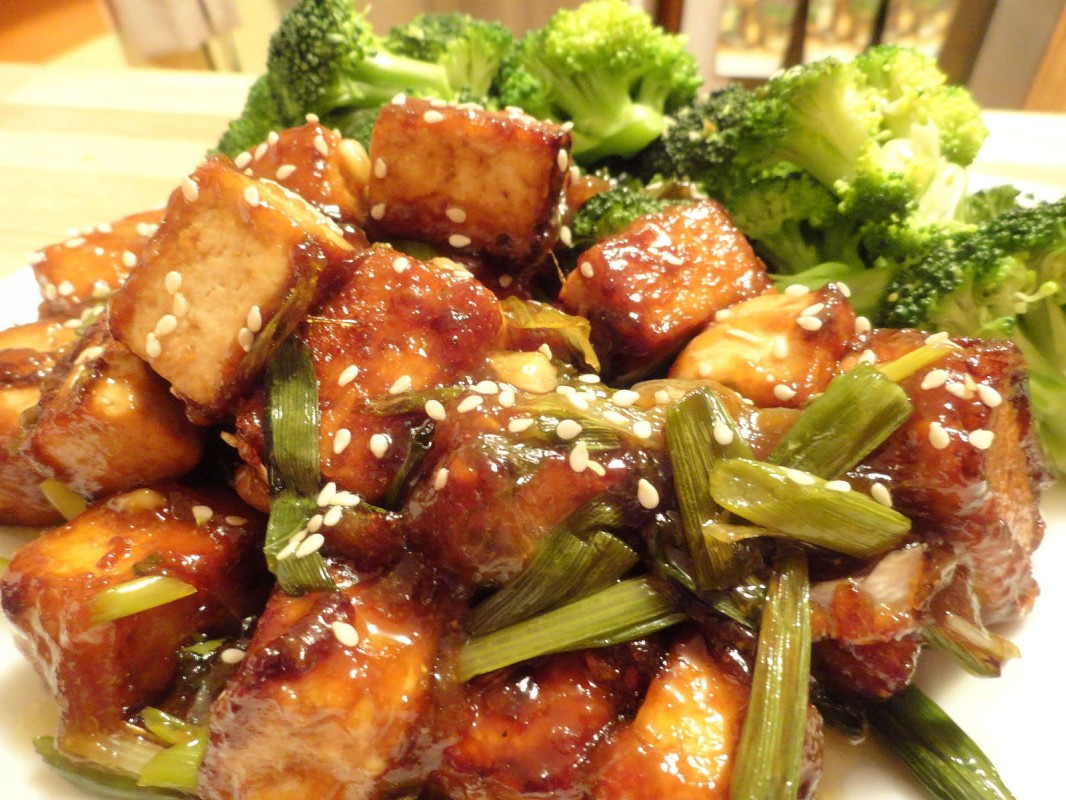 Vegan General Tso's Tofu with Steamed Broccoli and 5-Spice Brown Rice