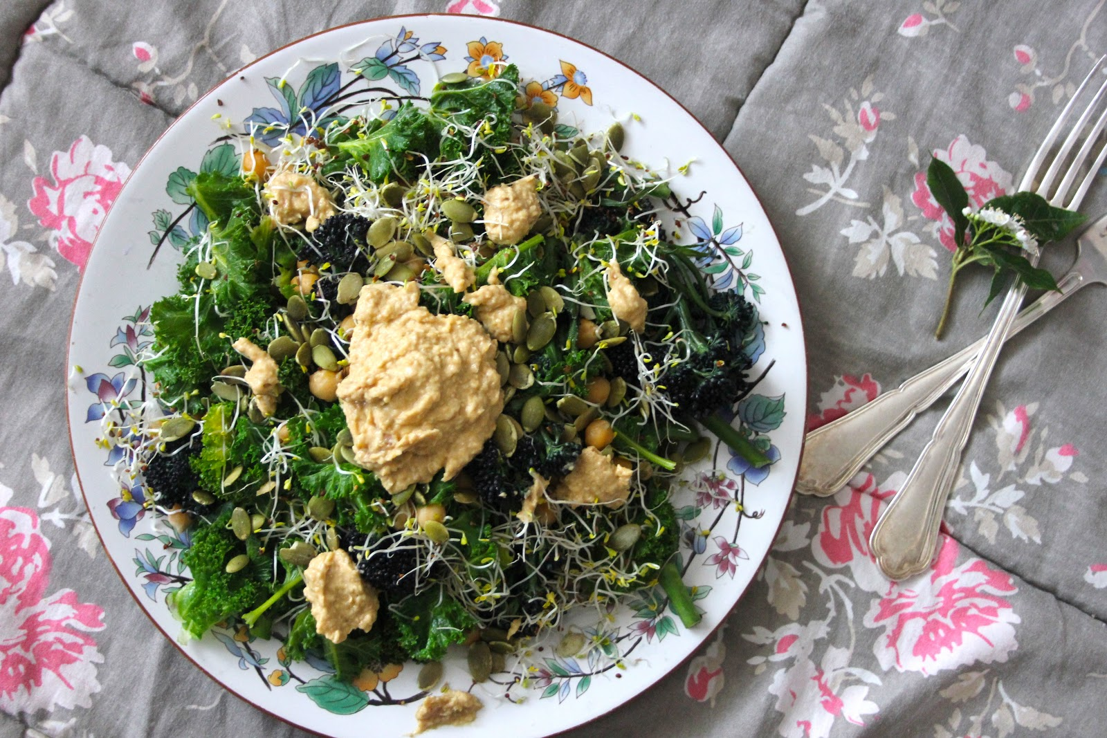 How to Create a Detoxing Plant-Based Salad