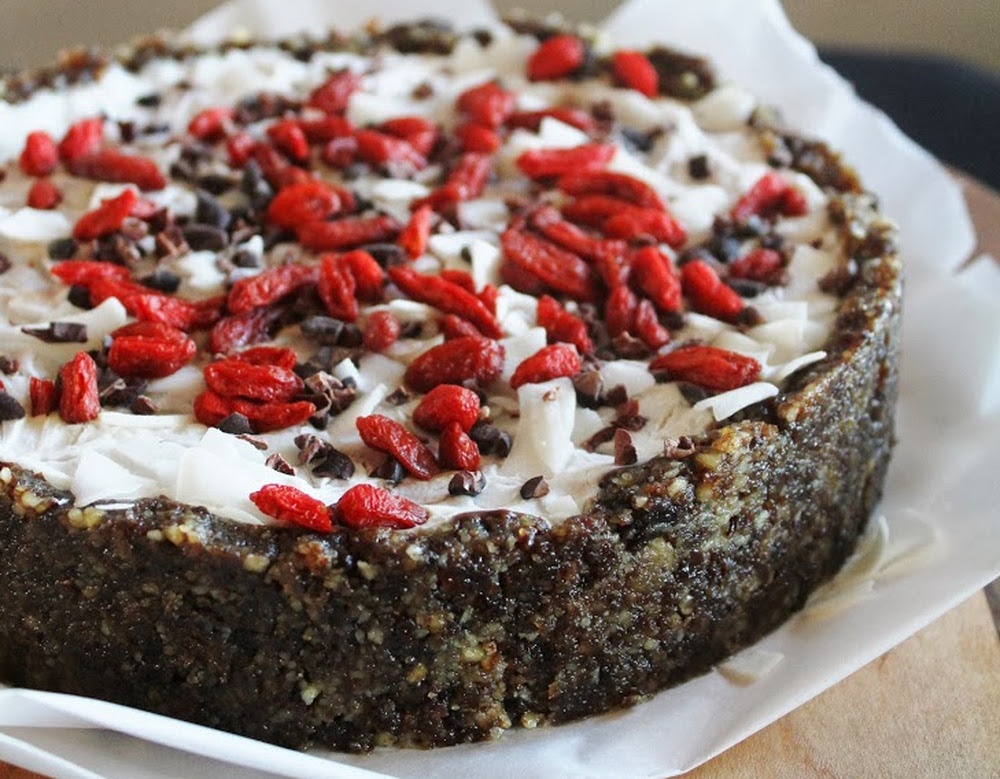 5 Essential Ingredients for Decadent and Summery No-Bake, Raw Vegan TreatsChocolate Pudding Tart with Coconut Cream and Goji Berries