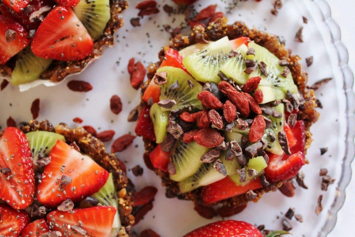 Healthy Vegan Berry Fruit Tarts with Chia Seeds
