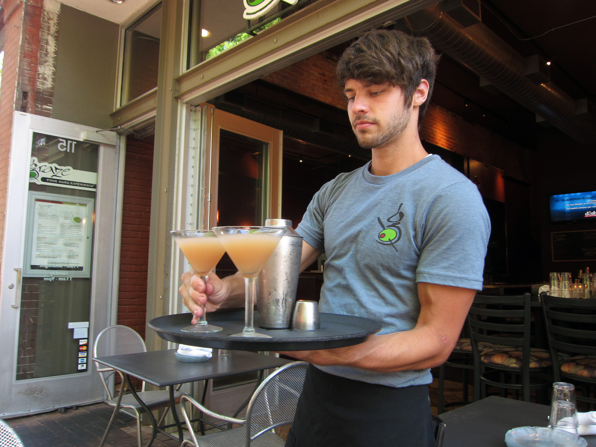 5 Things to Ask Your Waiter When You're Eating Out as a Vegan