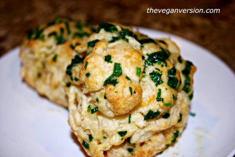 Red Lobster Style Vegan Cheddar Biscuits