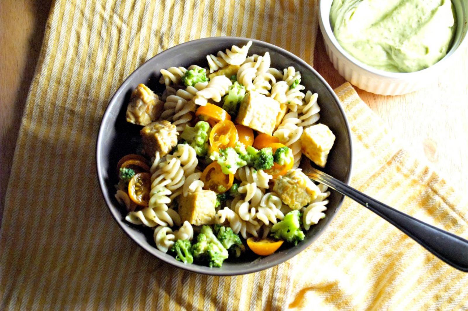 Creamy Avocado Pasta Salad [Vegan]