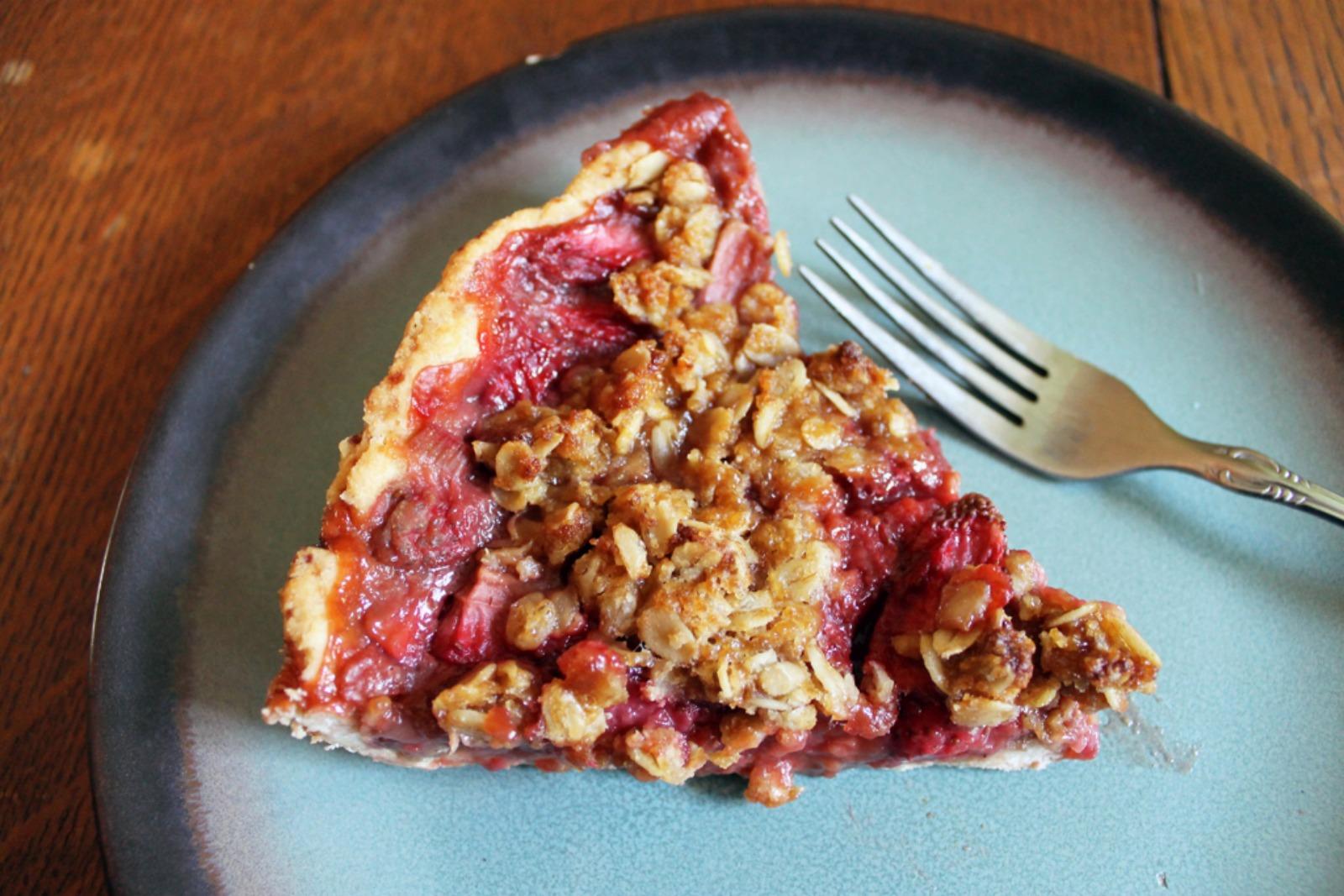 Strawberry Rhubarb Crumb Pie [Vegan]