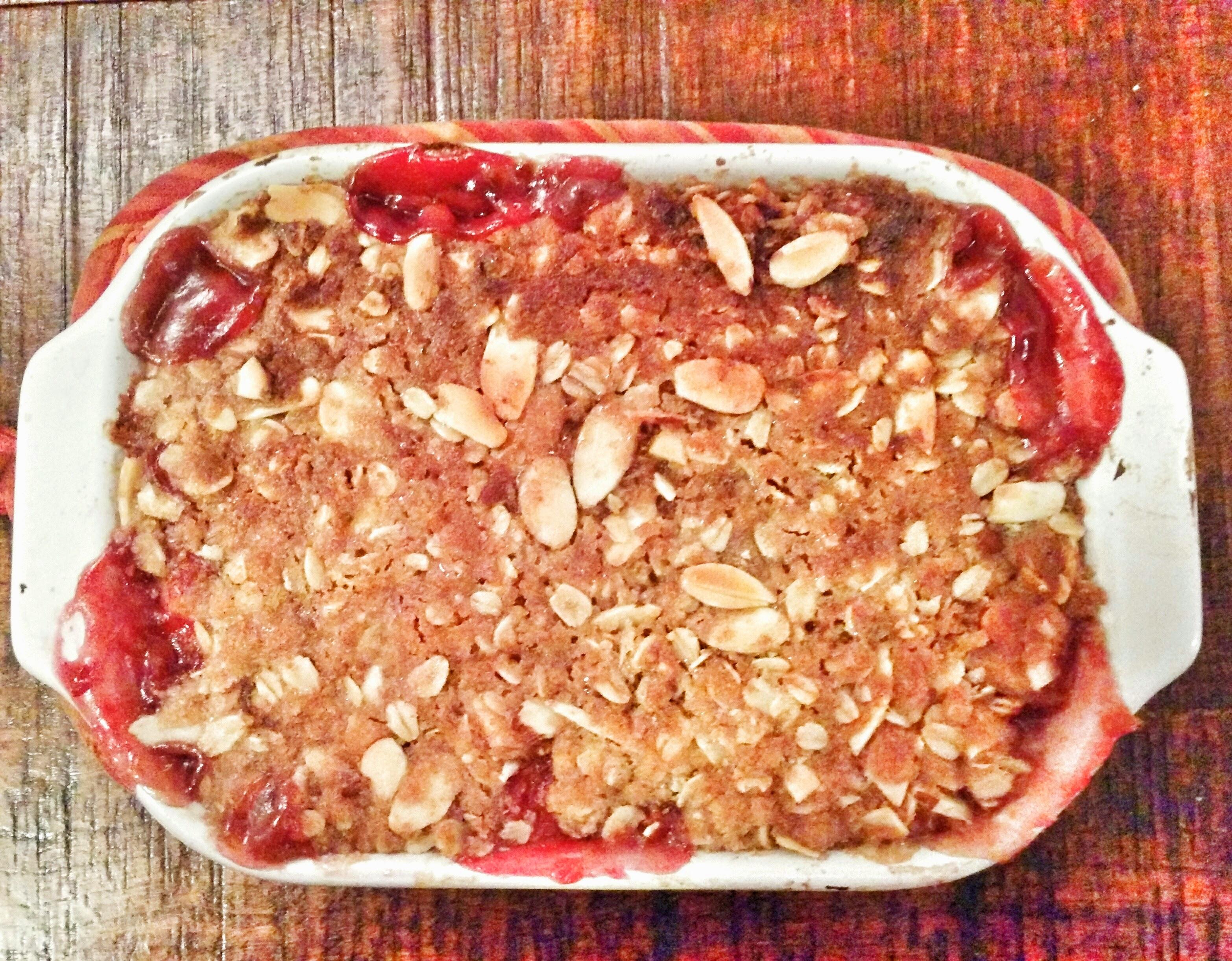 Easy Weeknight Rustic Peach Berry Crumble [Vegan]