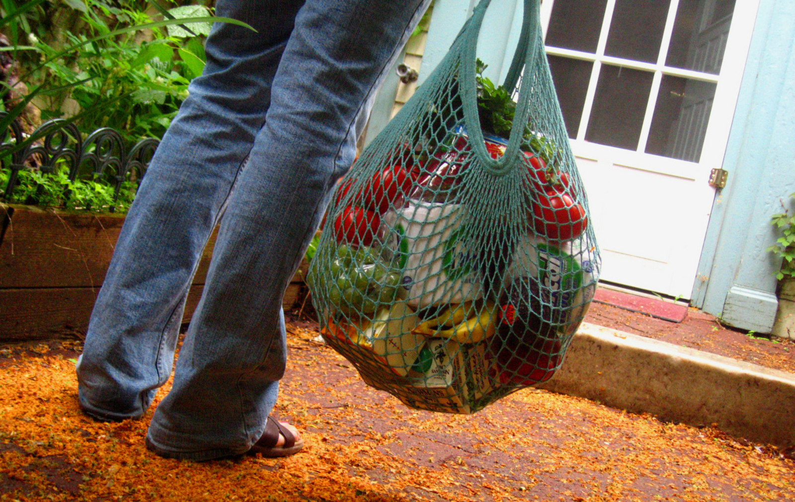 Less Waste Makes for a Happy Planet: Simple Guide to Waste-Free Grocery Shopping
