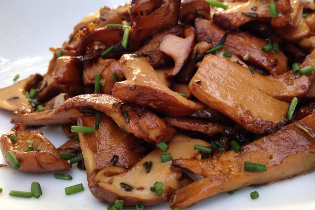 Garlic and Thyme Pan Seared Mushrooms [Vegan, Gluten-Free]