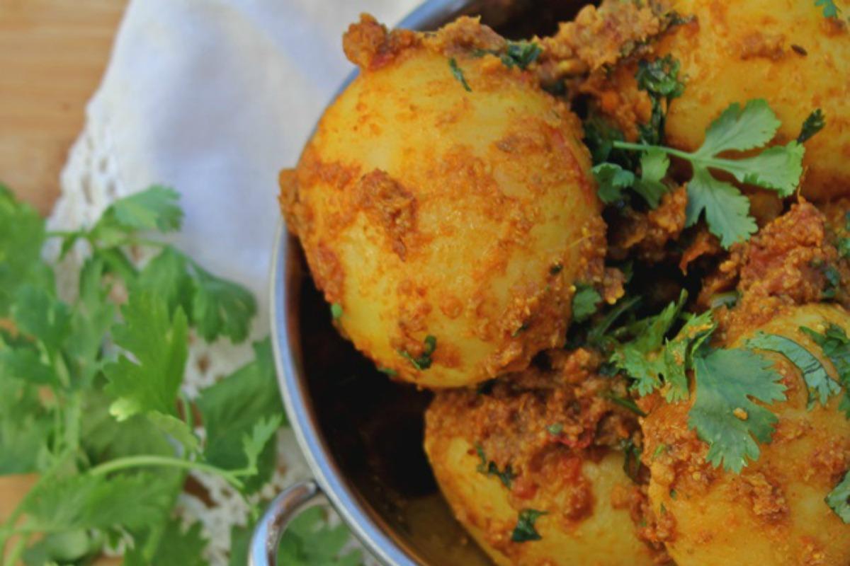 Traditional Pot Roasted Potatoes [Vegan]