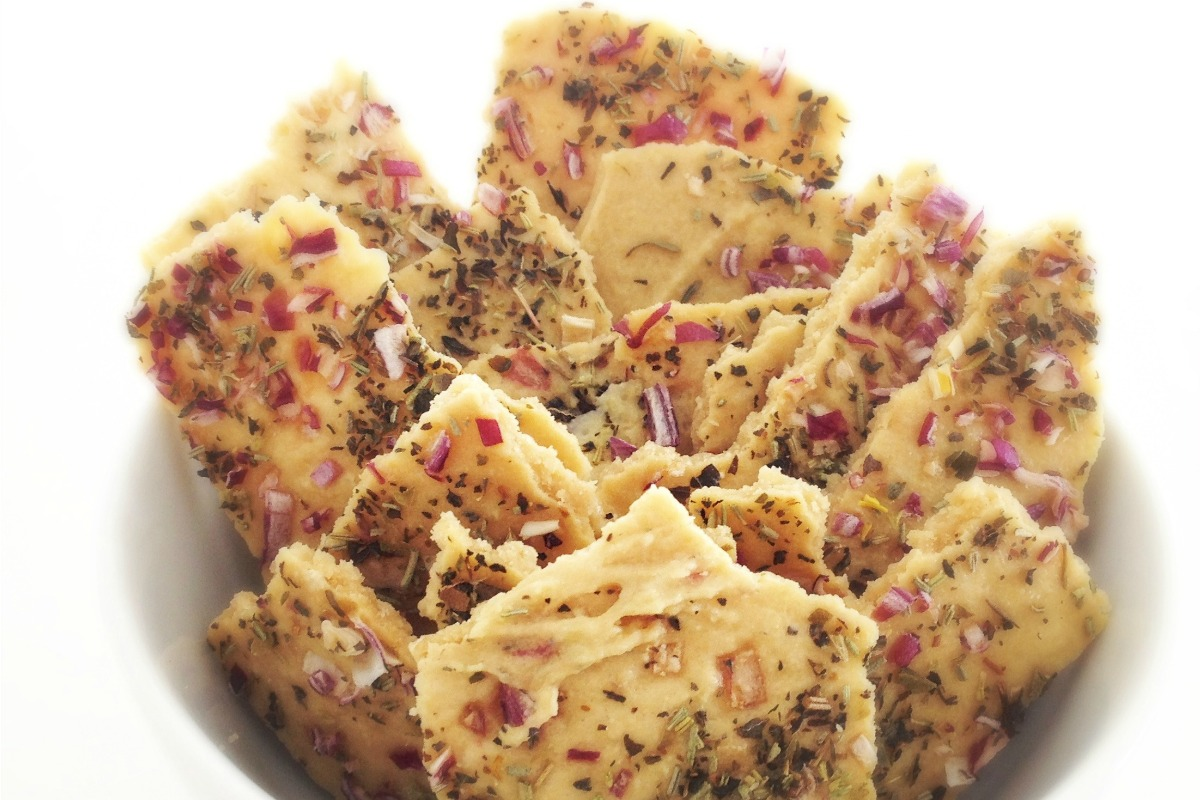 """Italian Herb Onion """"Cheese"""" Crackers [Vegan, Raw, Gluten-Free]"""
