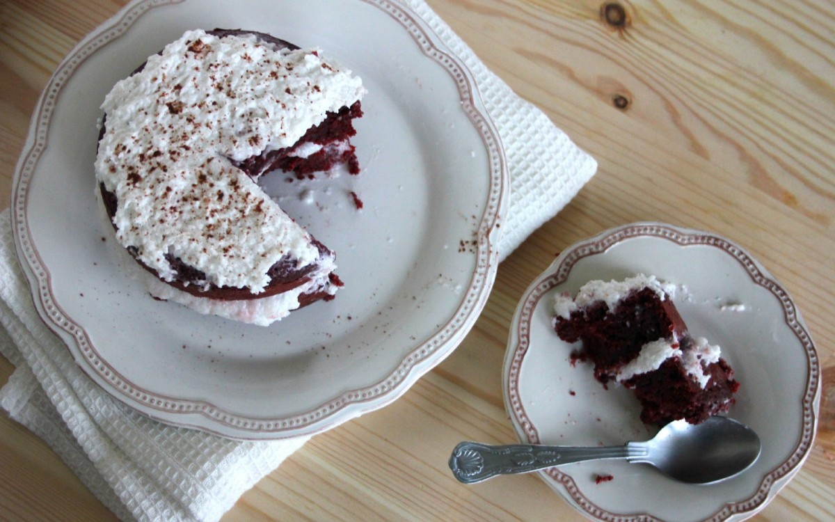 Mini Vegan Red Velvet Cake With Fluffy Coconut Cream Frosting