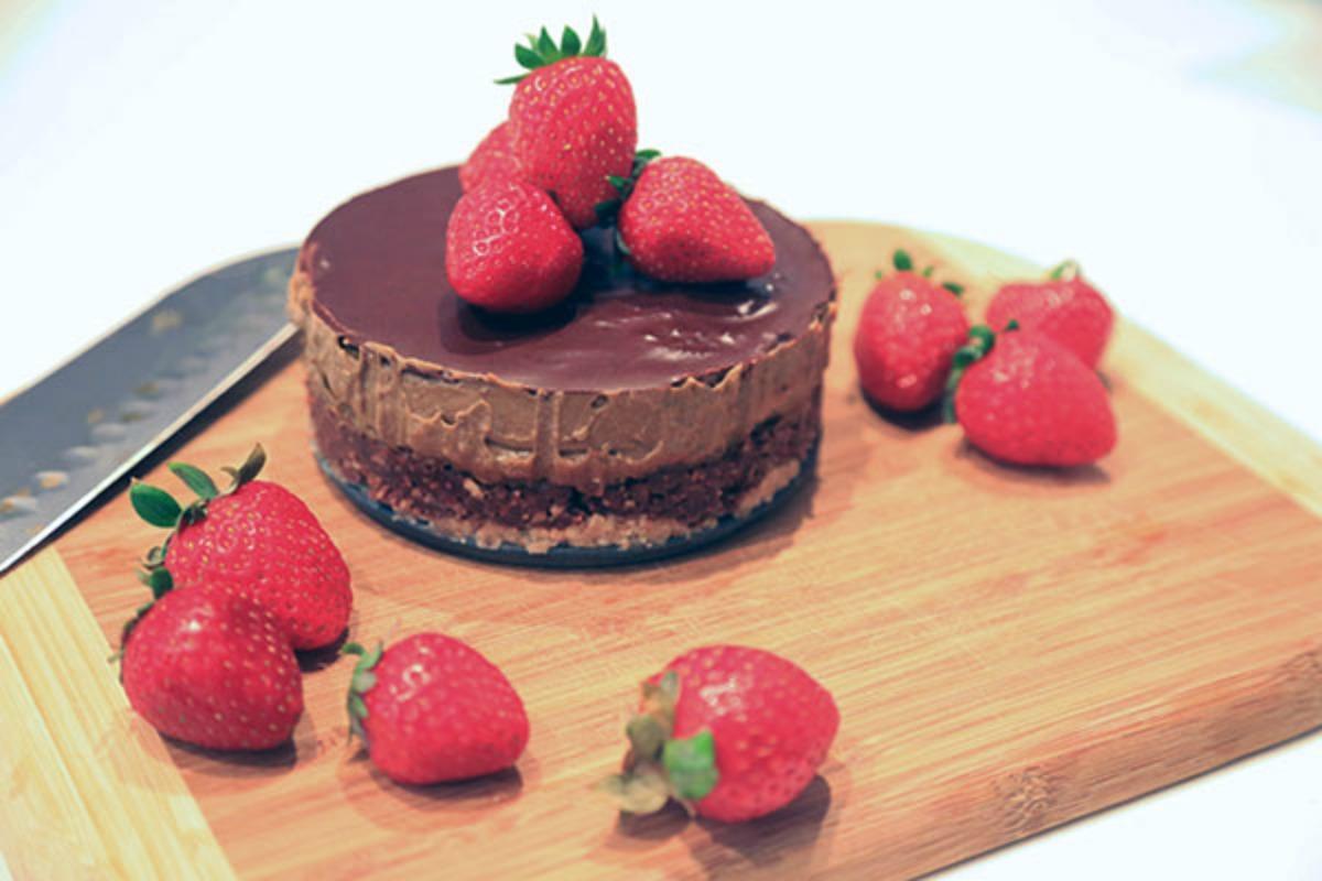 Double Chocolate Cake [Vegan, Raw, Gluten-Free]