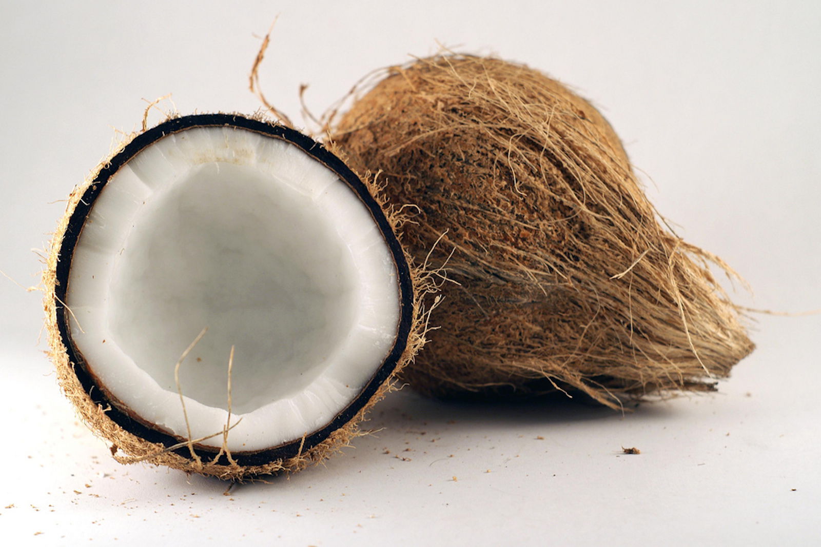 9 Cool Beauty Products You Can Make With Coconut Oil