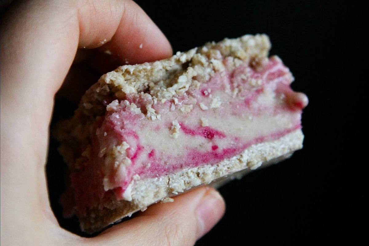 Raw Vegan Ice Cream Sandwiches [Gluten-Free]