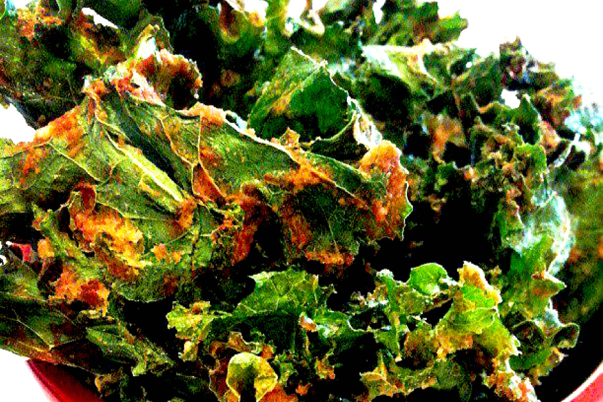 Spicy Kale Chips [Vegan, Raw, Gluten-Free]
