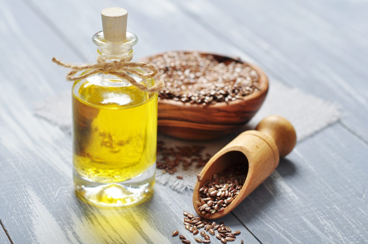 How to Use Flax Oil on Your Skin as a Beauty Aid