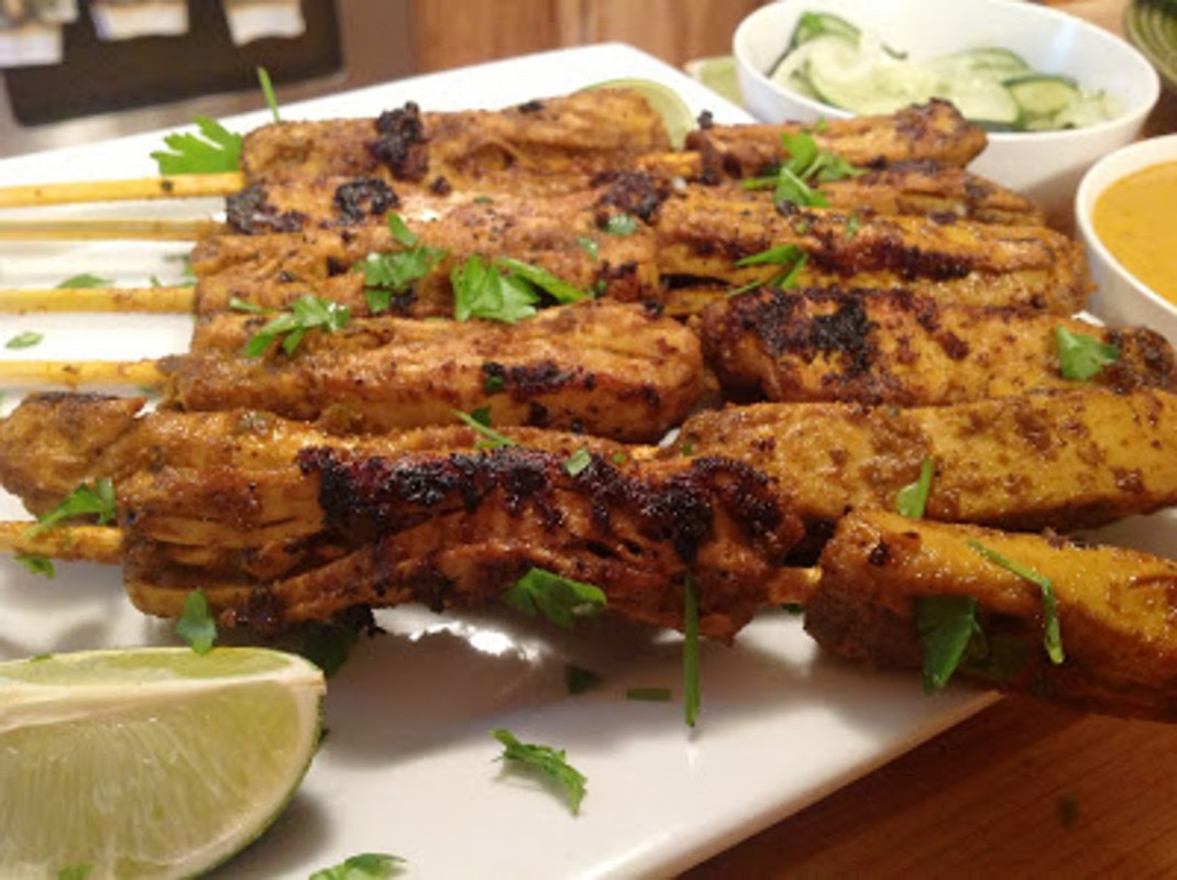 Chicken-Free-Satay-With-Peanut-Dipping-Sauce-1070x800