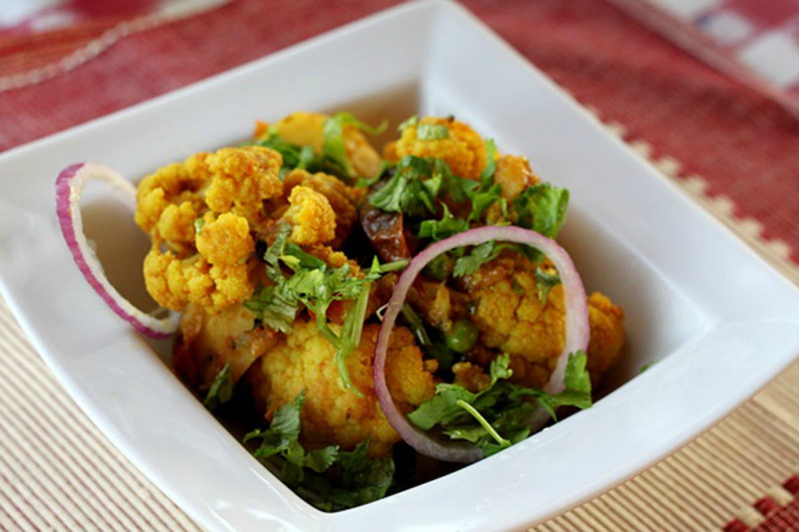 Aloo Gobi: Indian Curried Cauliflower With Green Peas