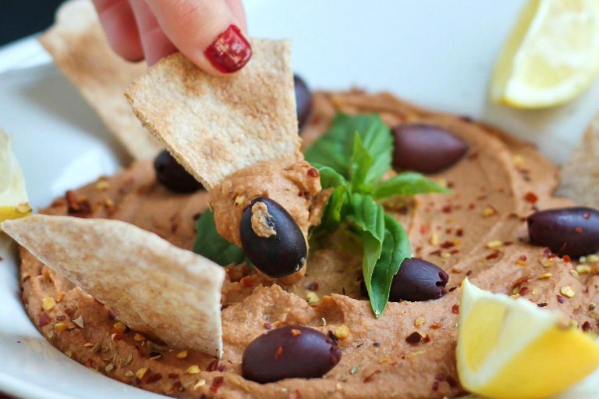 Low-Fat Vegan Pizza Hummus [Gluten-Free]