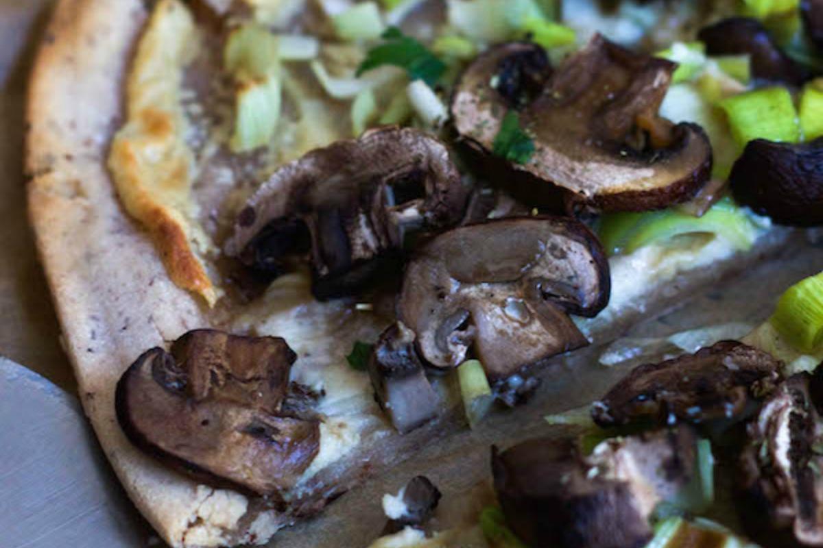 Mushroom and Leek Flatbread Pizza [Vegan, Gluten-Free]