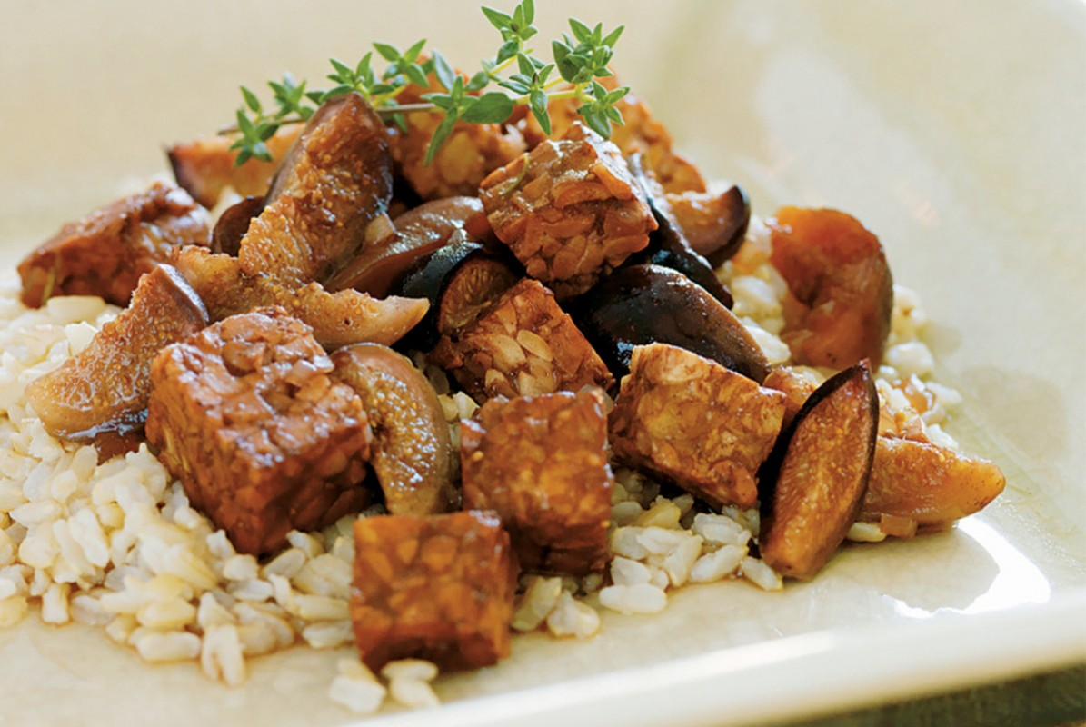 braised tempeh and figs over rice