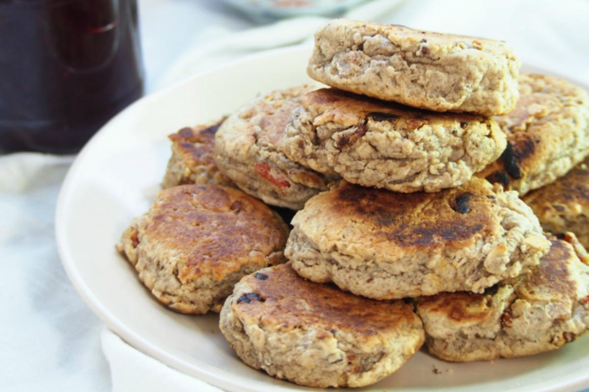 Skillet Rock Cakes With Goji Berries [Vegan]