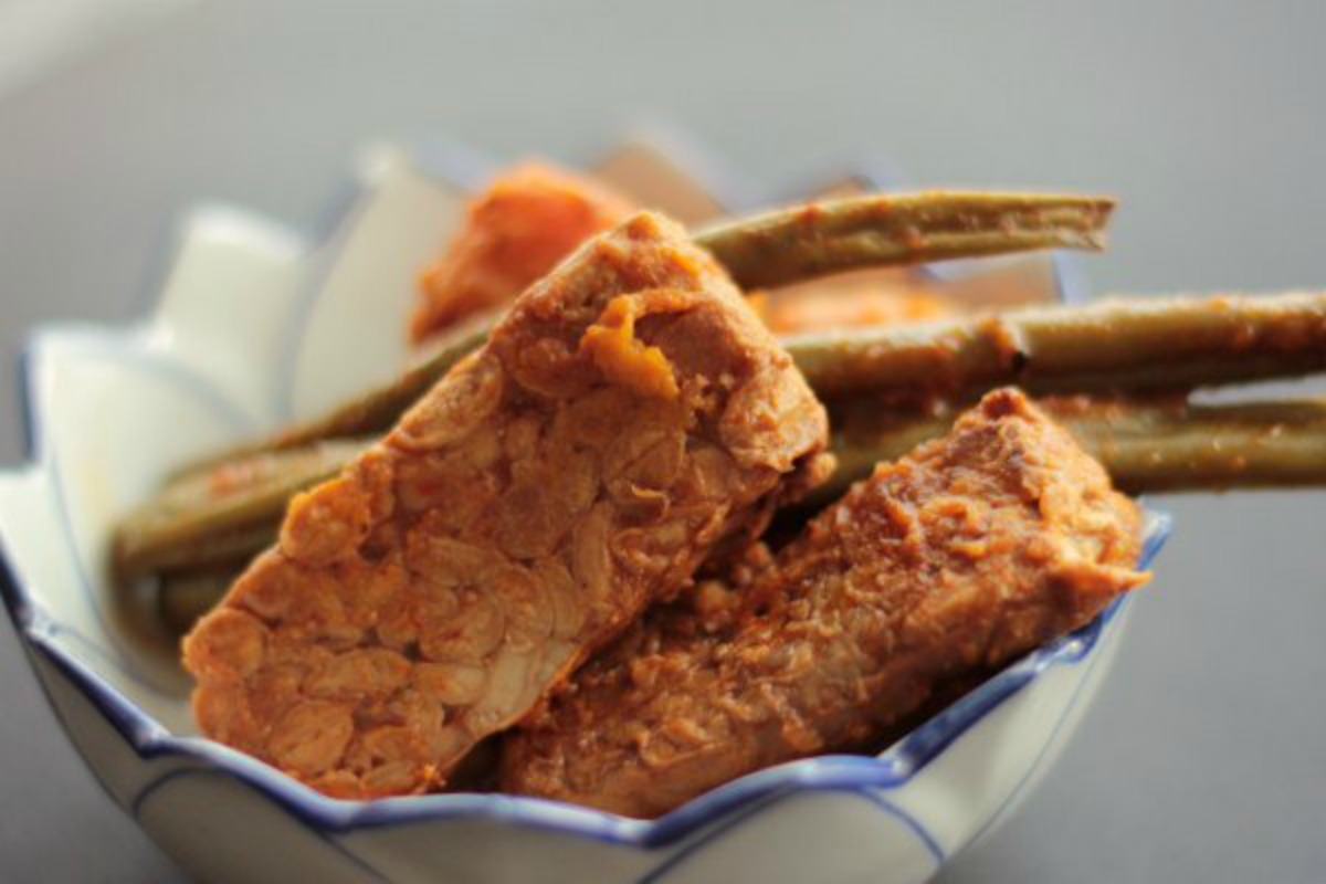 Vegan Smoky Slow Cooker Tempeh With Sweet Potato and Green Beans