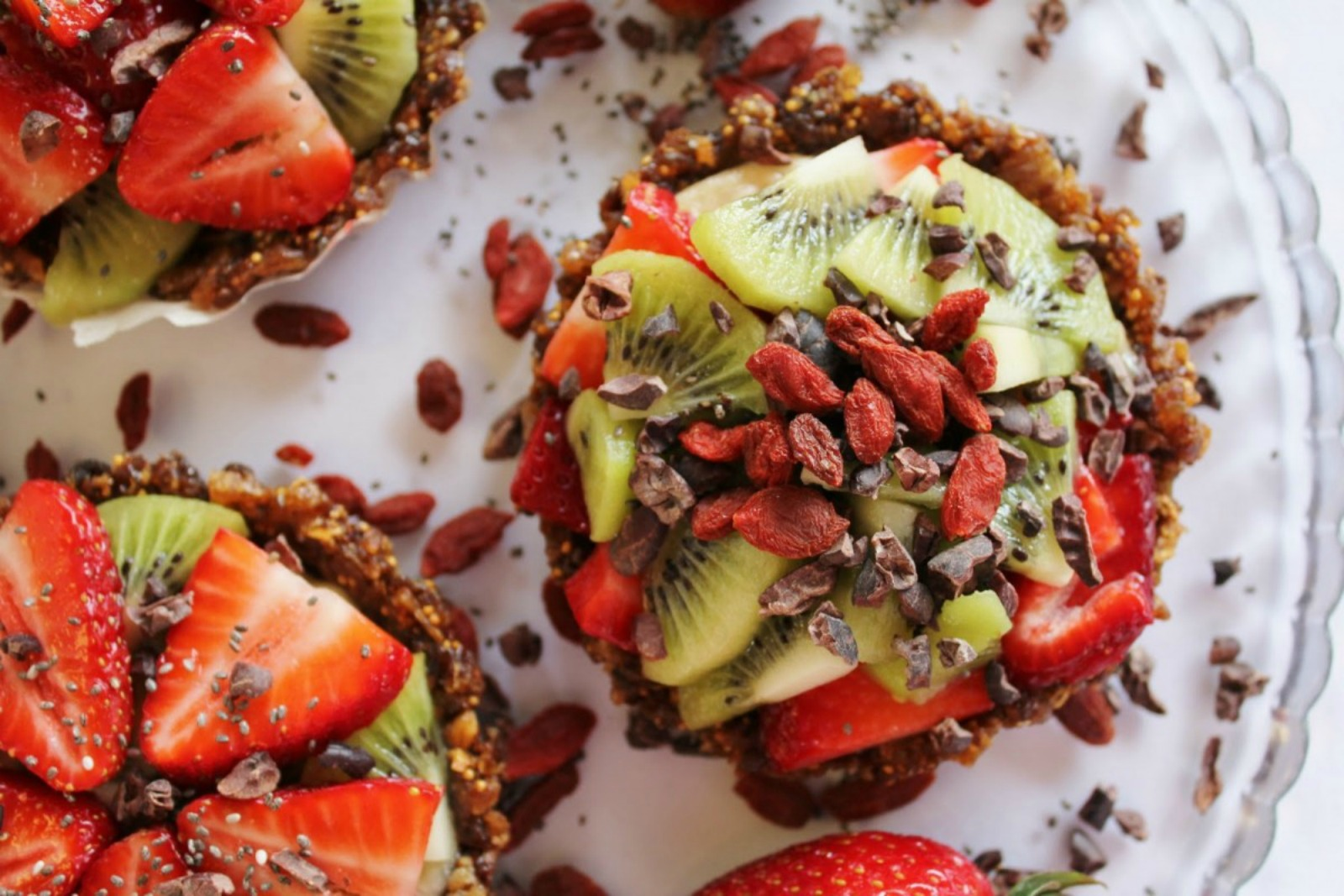 berry fruit tarts with chia seeds and goji berries
