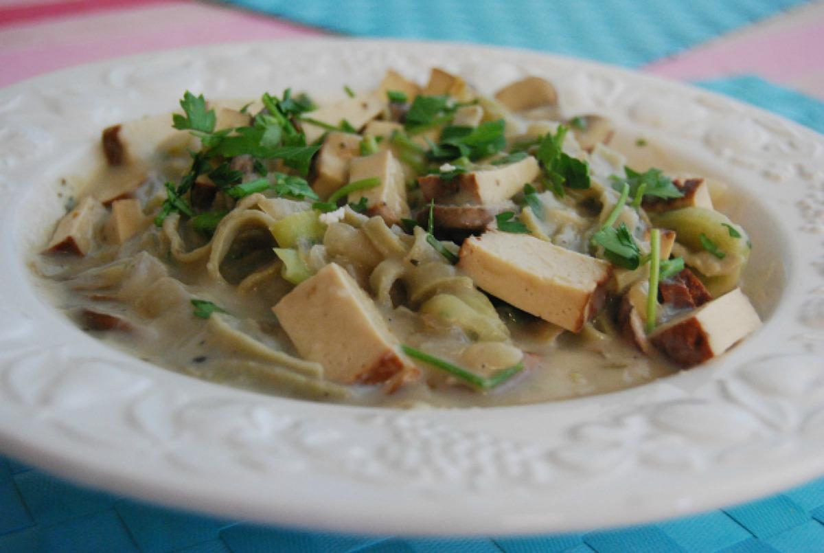 Smoked Tofu and Mushroom Carbonara With 'Mung Bean' Pasta [Vegan, Gluten-Free]