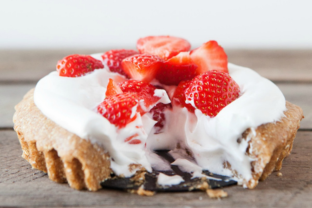 Vegan No-Bake Strawberry Cream Pie