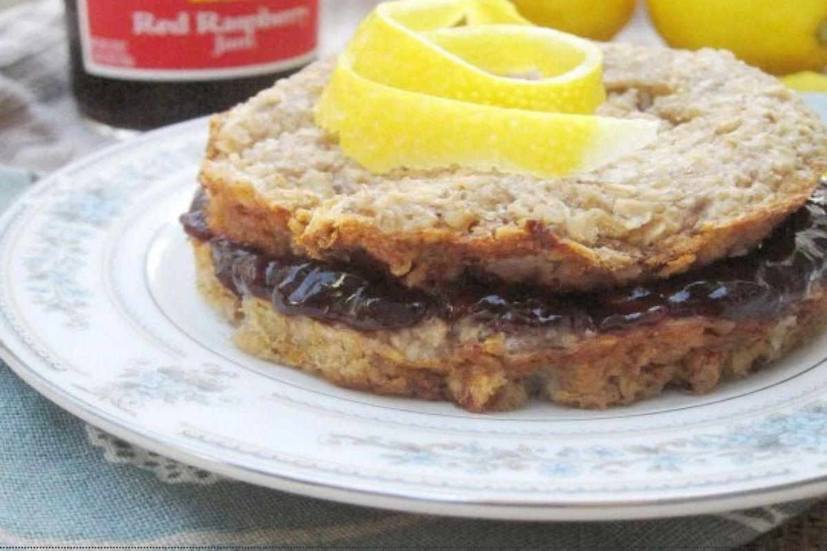 Lemon Baked Oatmeal with Raspberry Filling [Vegan]