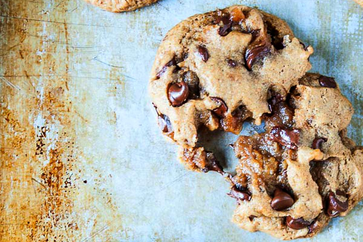 Caramel Stuffed Chocolate Chip Cookies [Vegan]