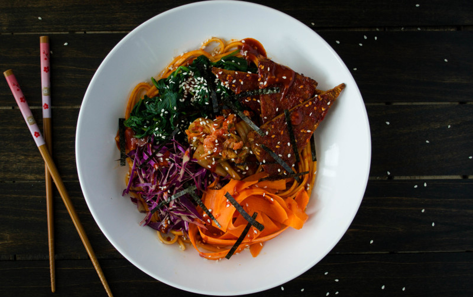 Cold Udon Noodles With Spicy Bibimbap Sauce [Vegan]