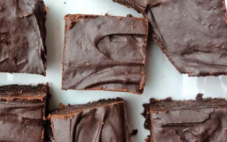 Raw Chili Chocolate Brownies With Fudge Glaze [Vegan, Gluten-Free]