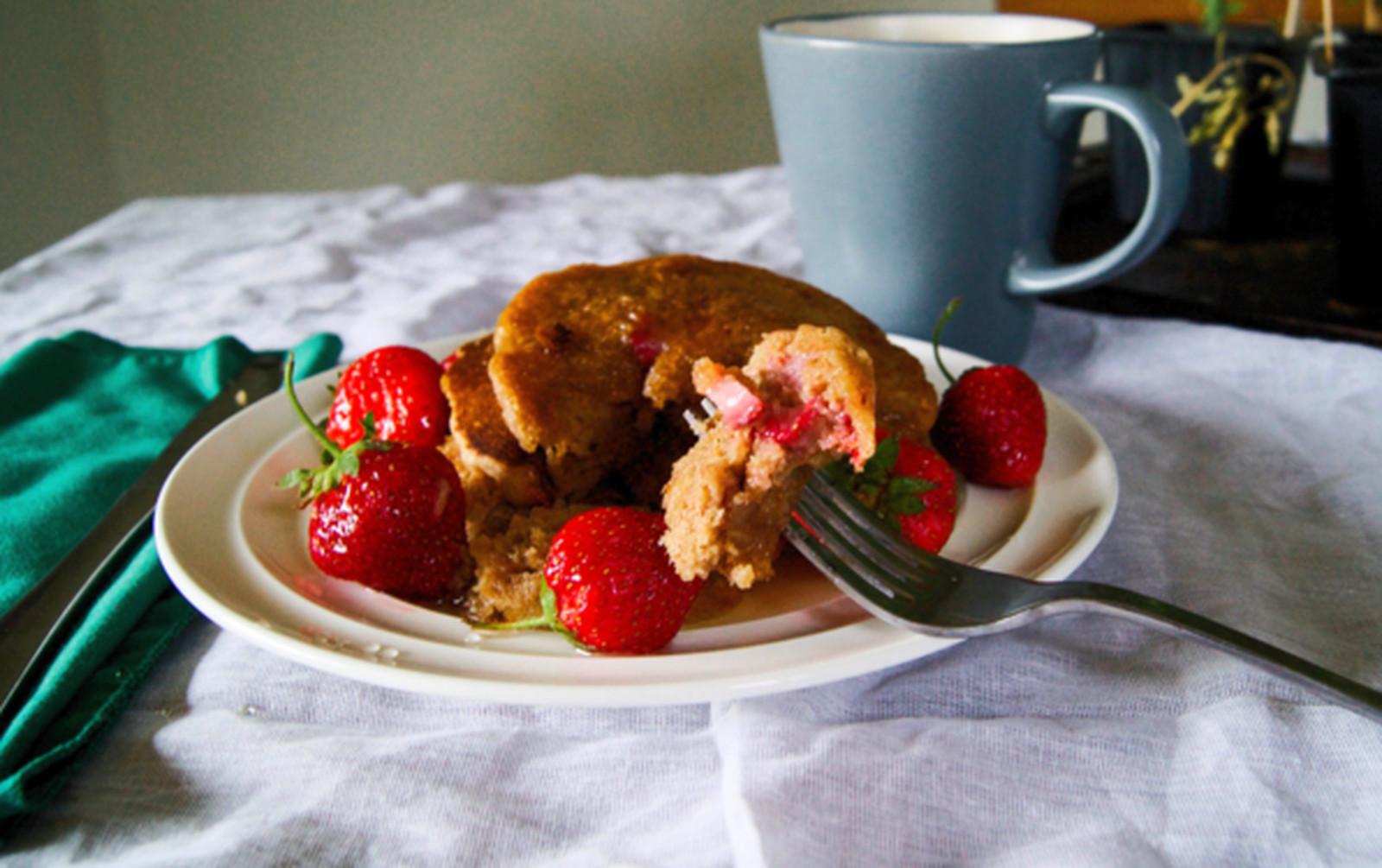Vanilla Chai Strawberry Pancakes [Vegan]