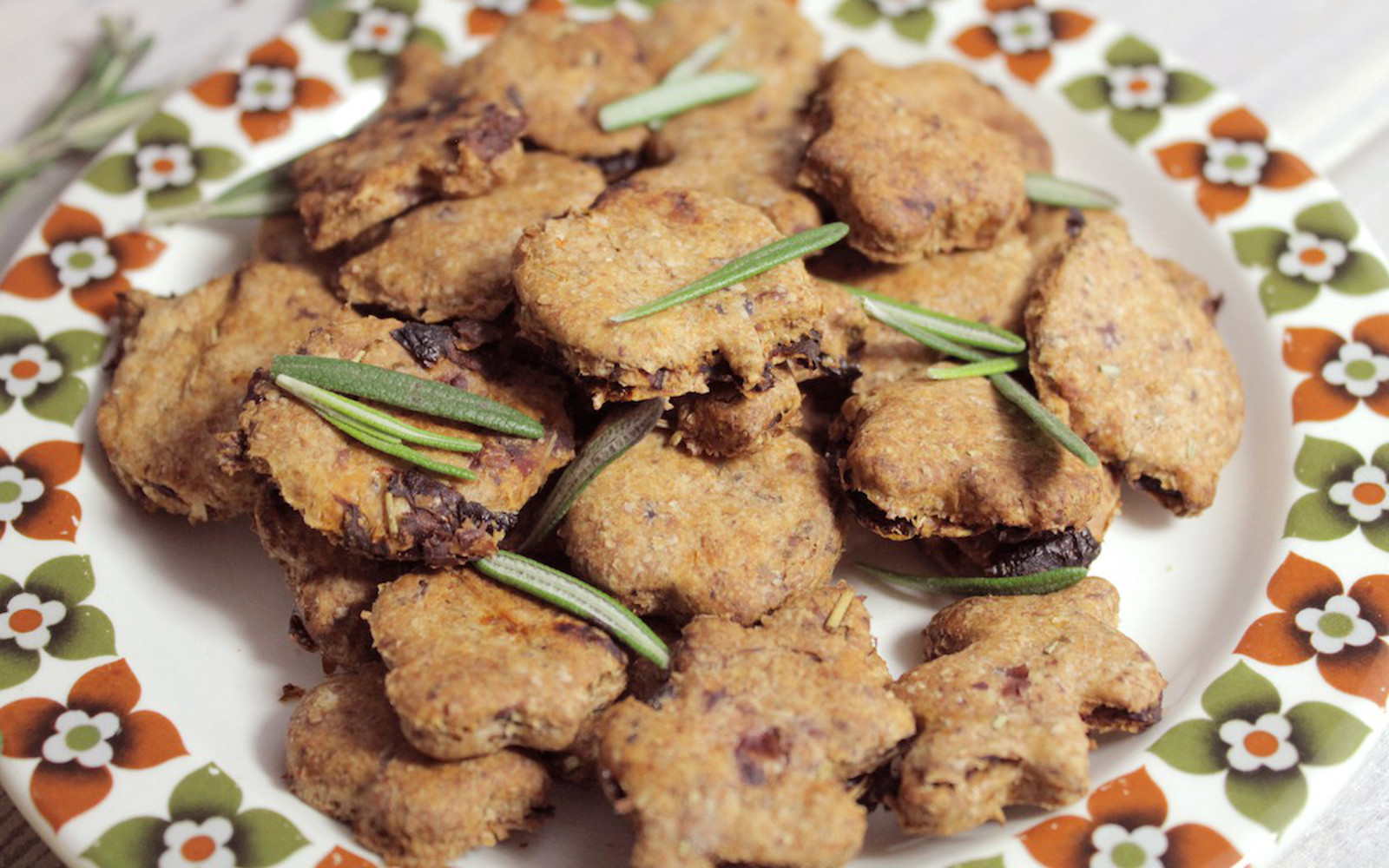 Sun-Dried Tomato Olive Crackers