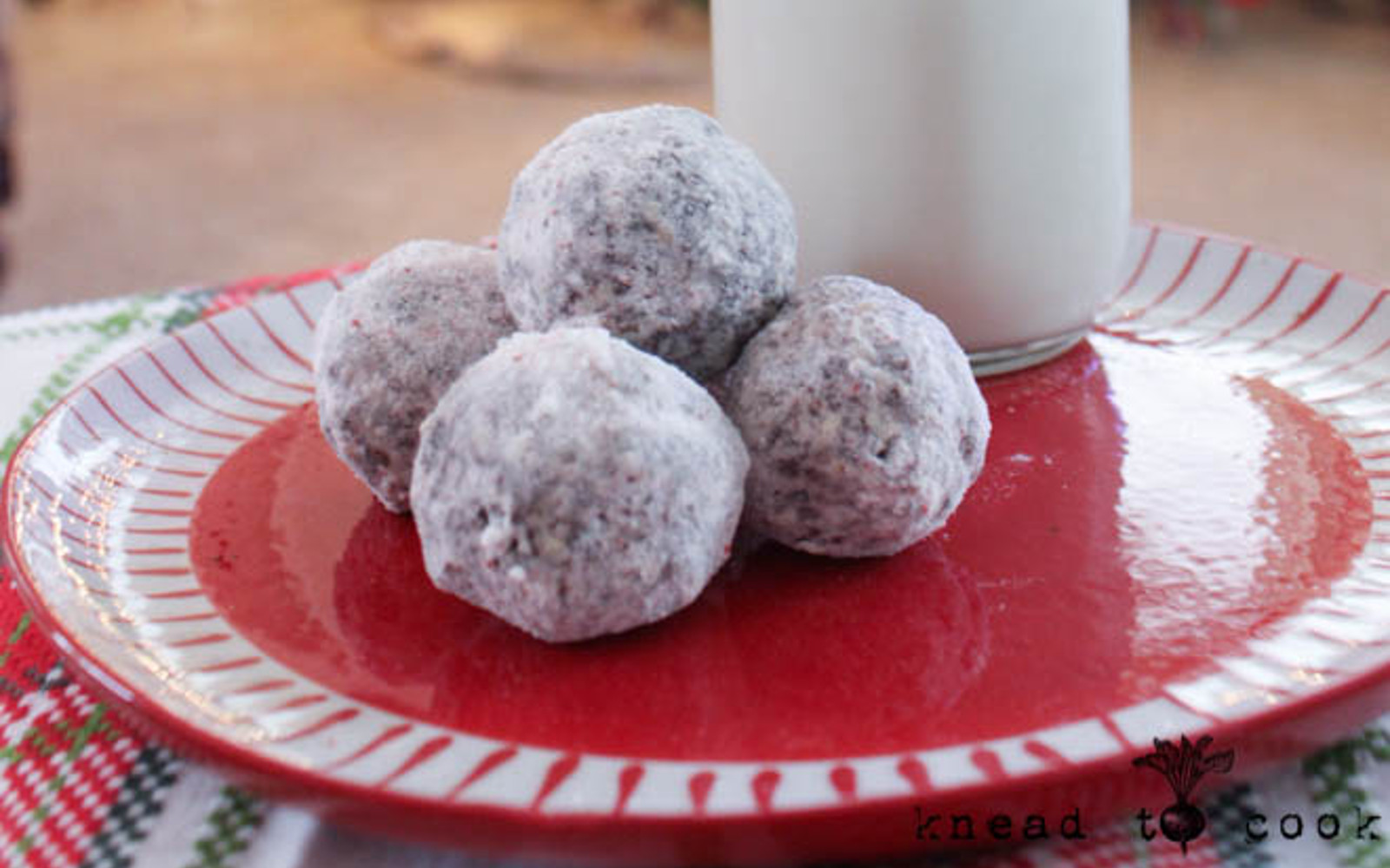 Peppermint Cacao Energy Bites