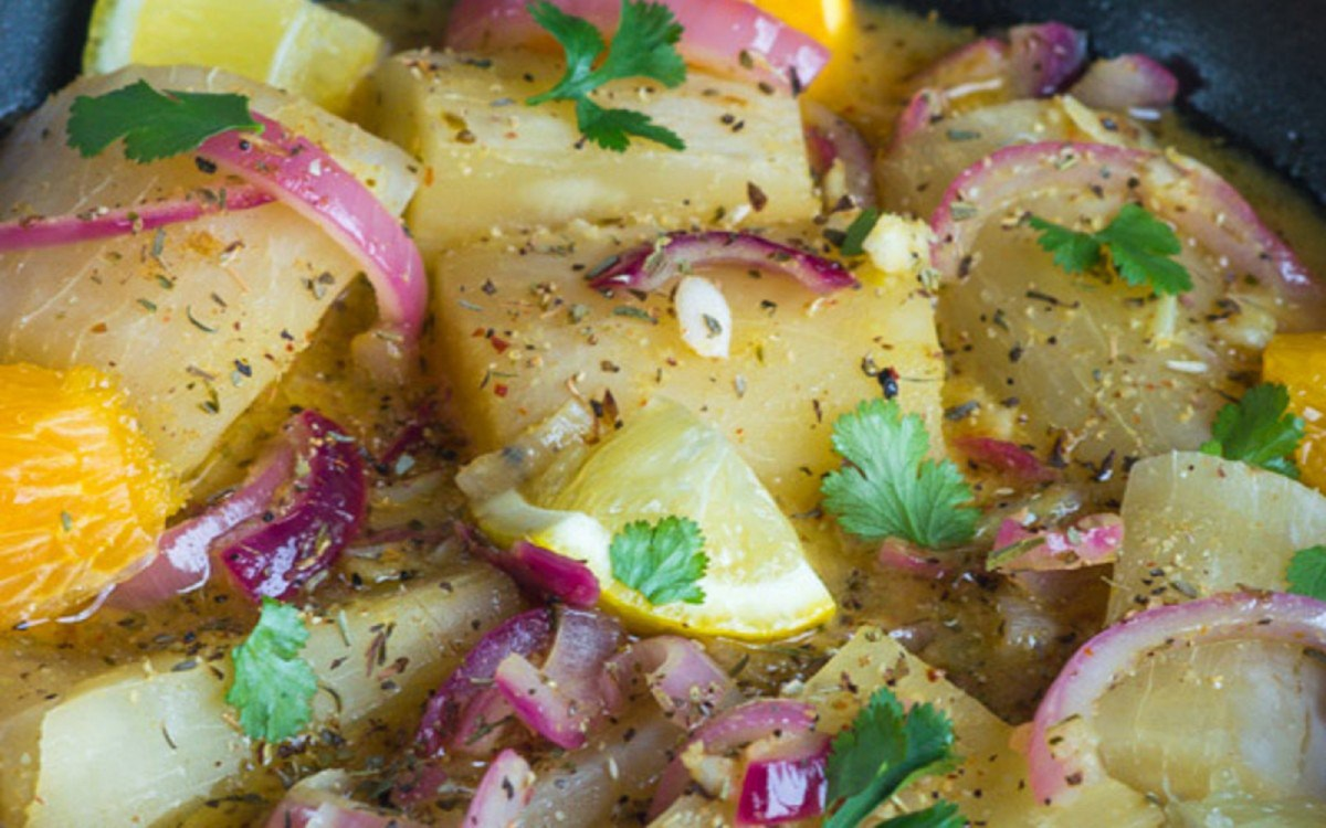 Yuca Con Mojo Cassava: Cuban Yuca in Garlic Sauce