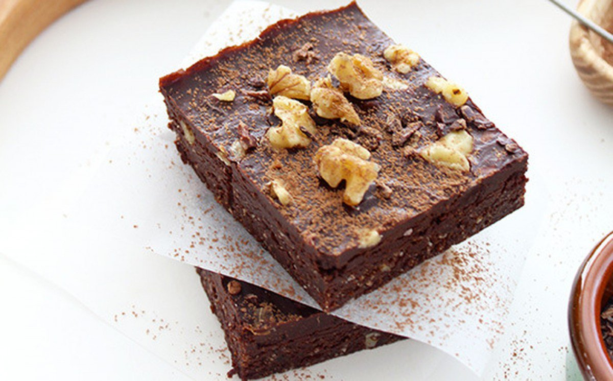 Raw Chocolate Walnut Brownies