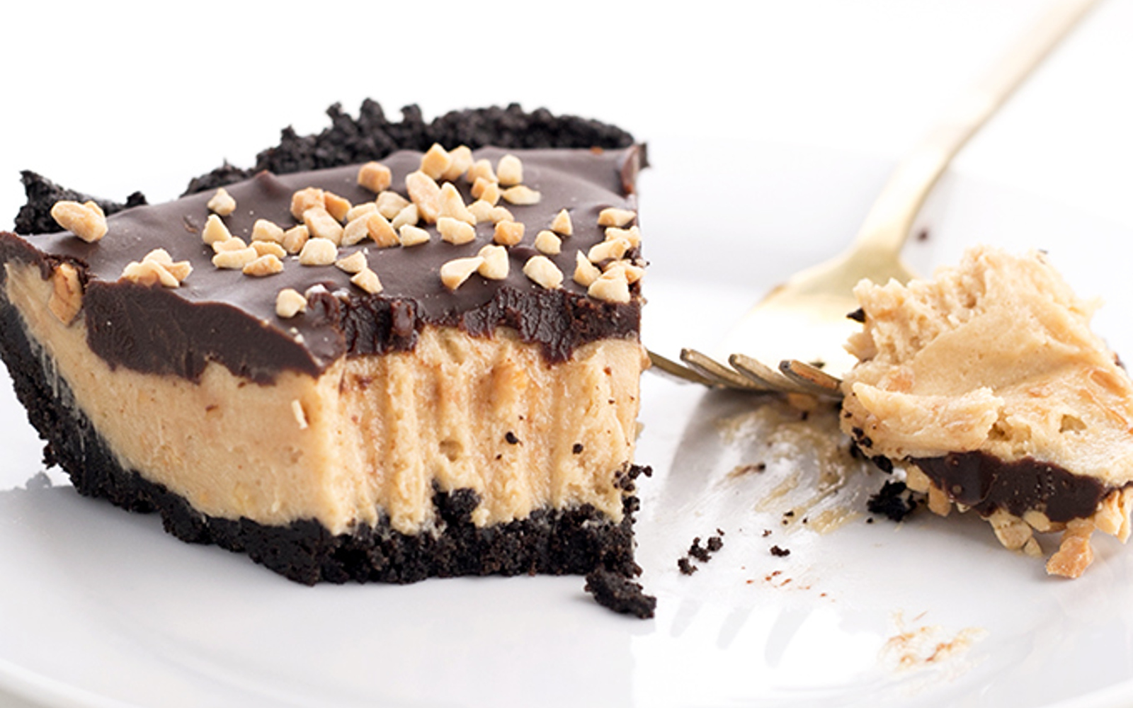 Vegan sandwich cookie peanut butter pie